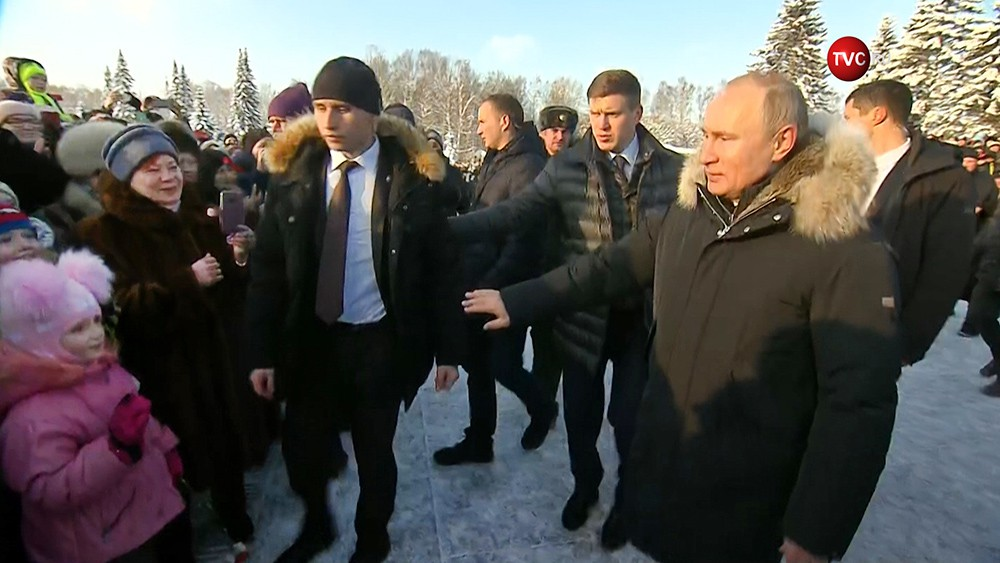 Владимир Путин с охранниками