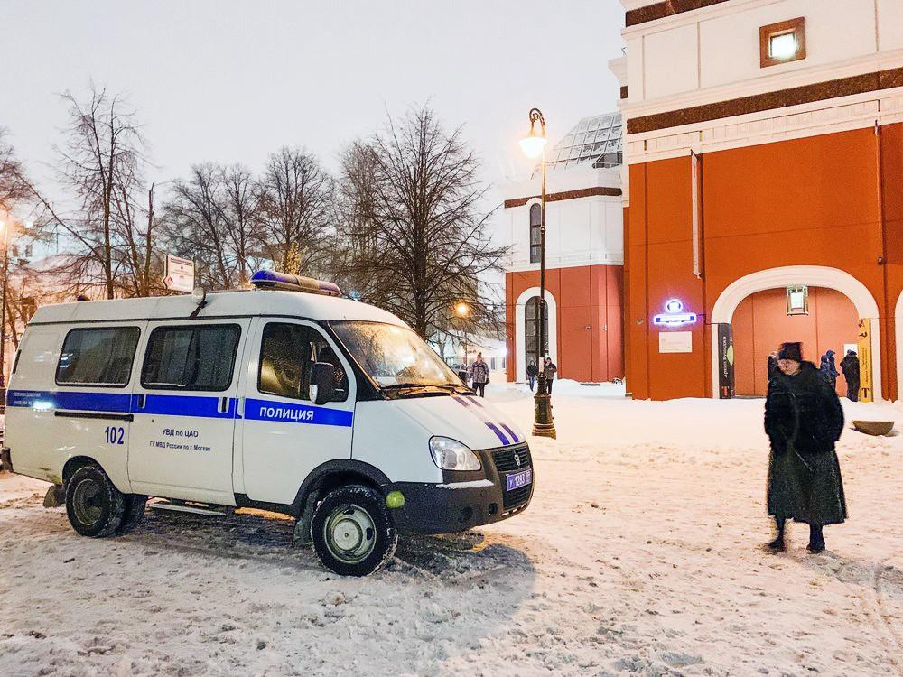Полиция у здания Третьяковской галереи