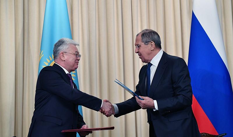 Глава МИД России Сергей Лавров и глава МИД Республики Казахстан Бейбут Атамкулов