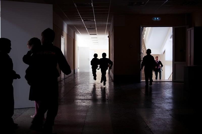 Школьники в коридоре
