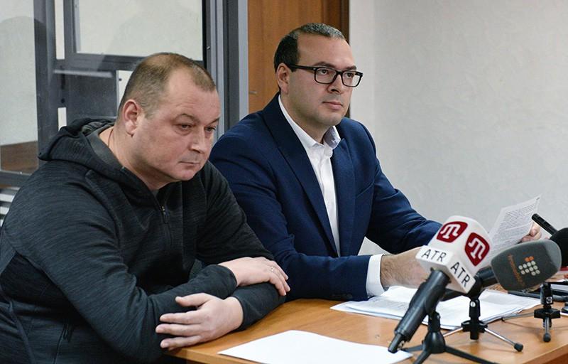 """Слева: капитан российского судна """"Норд"""" Владимир Горбенко"""