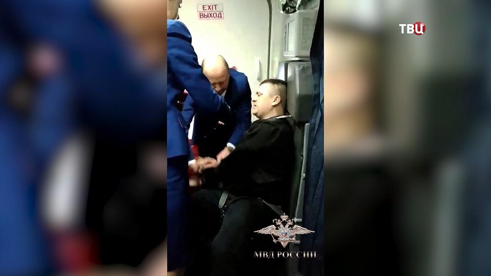 Появились подробности дебоша на рейсе Петербург – Анталья