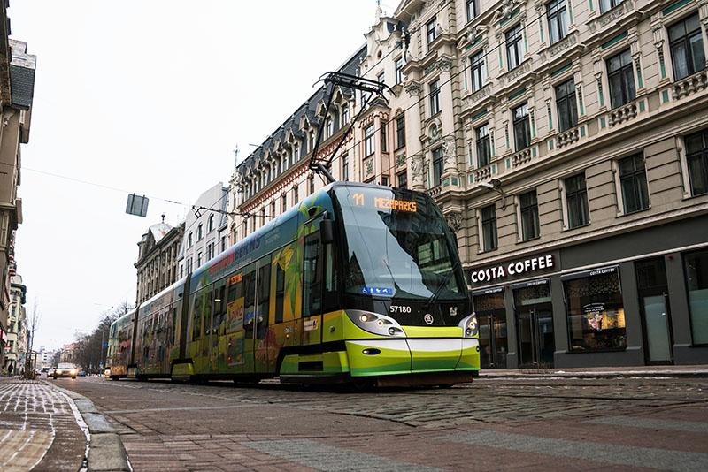 Трамвай на одной из улиц Риги