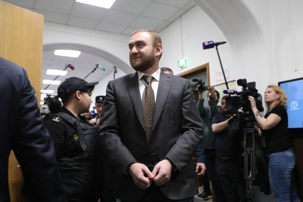 Рассмотрение в Басманном районном суде Москвы ходатайства следствия об аресте Рауфа Арашукова