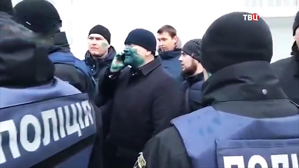 Радикалы напали на кандидата в президенты Украины