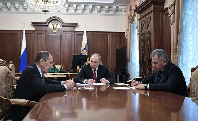 Владимир Путин, Сергей Лавров и Сергей Шойгу во время встречи