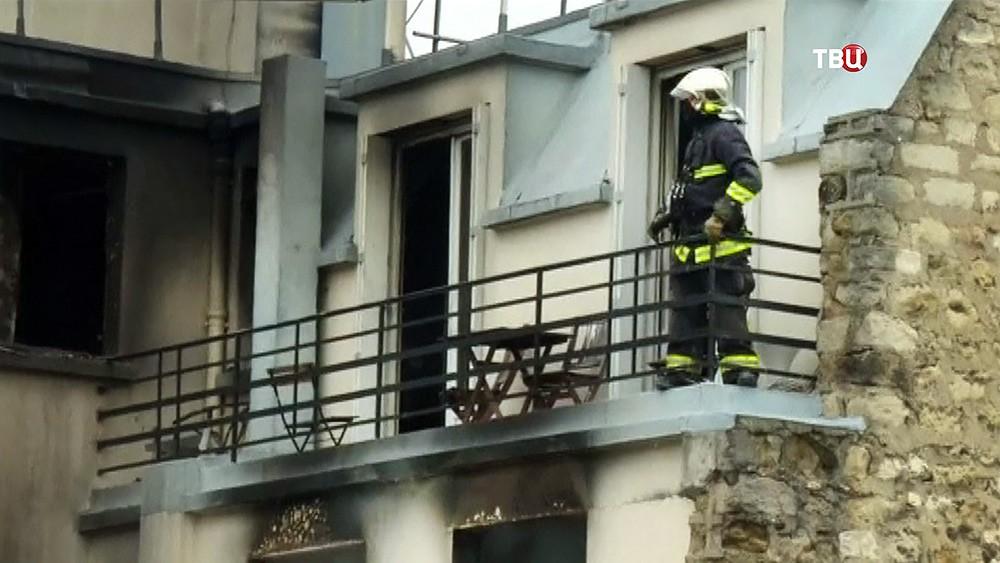 Последствия пожара в жилом доме в Париже