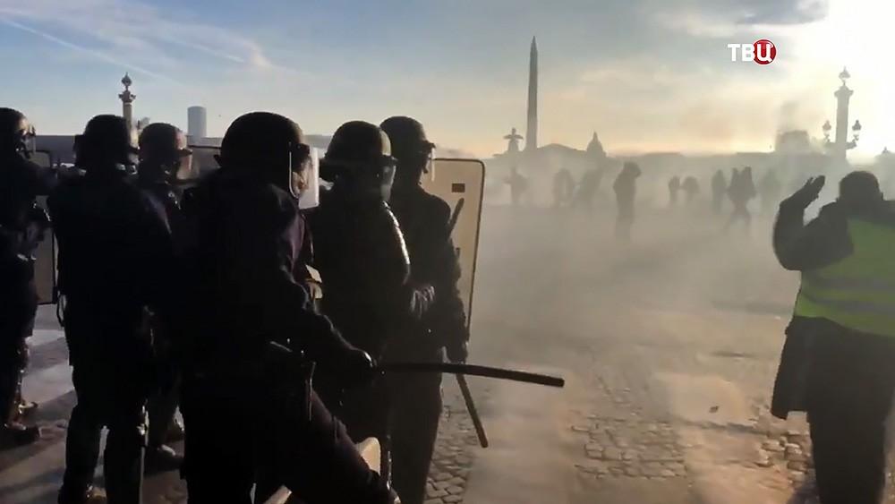 Полиция Парижа разгоняет участников уличных протестов