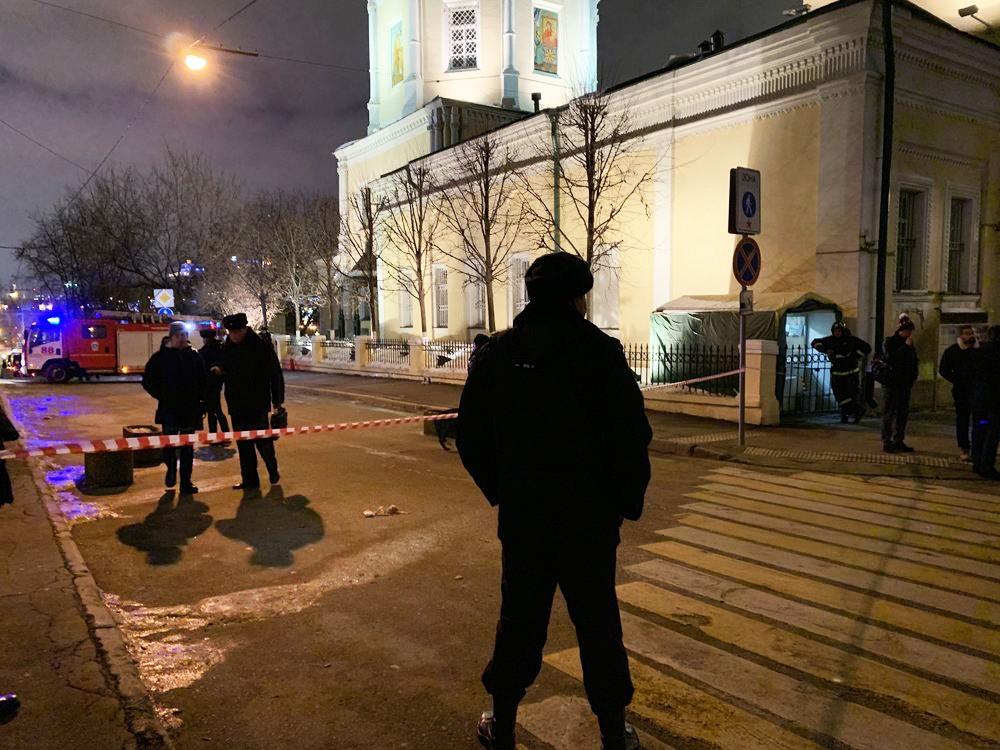Полиция возле храма