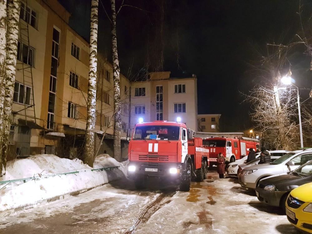Пожарные на месте возгорания в Красногорске