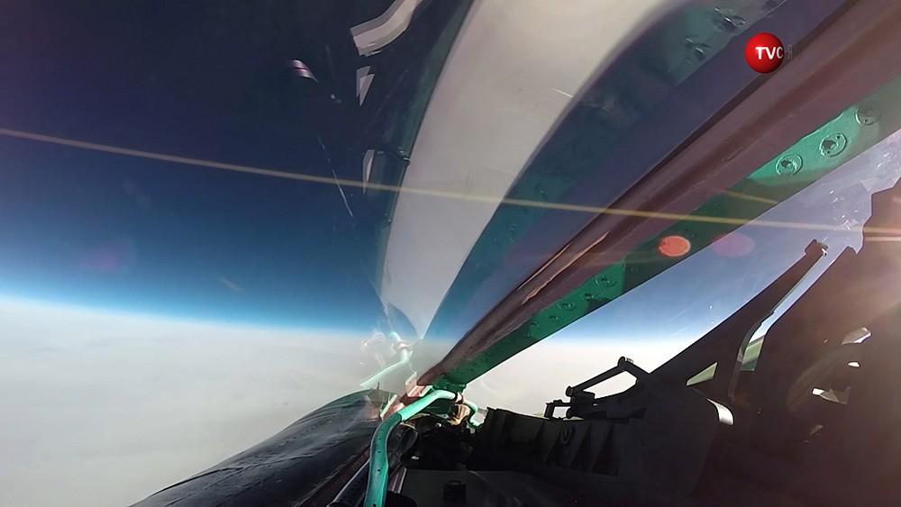 Истребитель ВКС России МиГ-31 в стратосфере