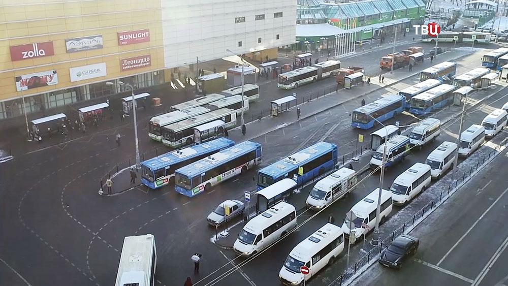 """Автобусы у метро""""Речной вокзал"""""""