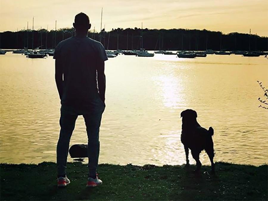 Эмилиано Сала со своей собакой
