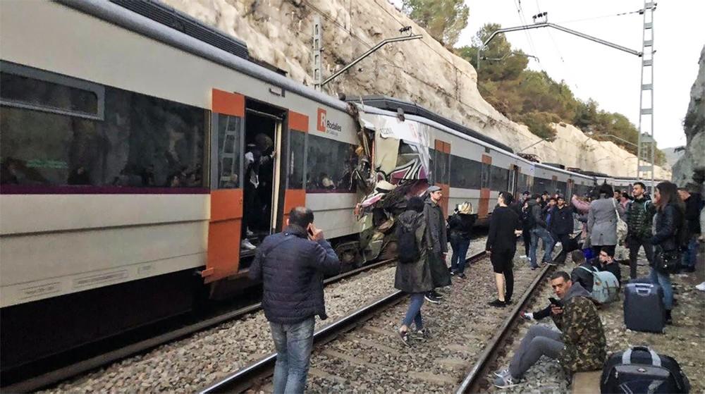 Последствия столкновения поездов в Испании