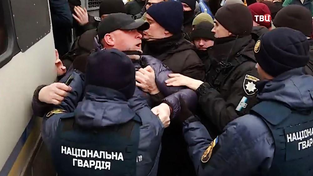 Украинская полиция задержиыват радикалов