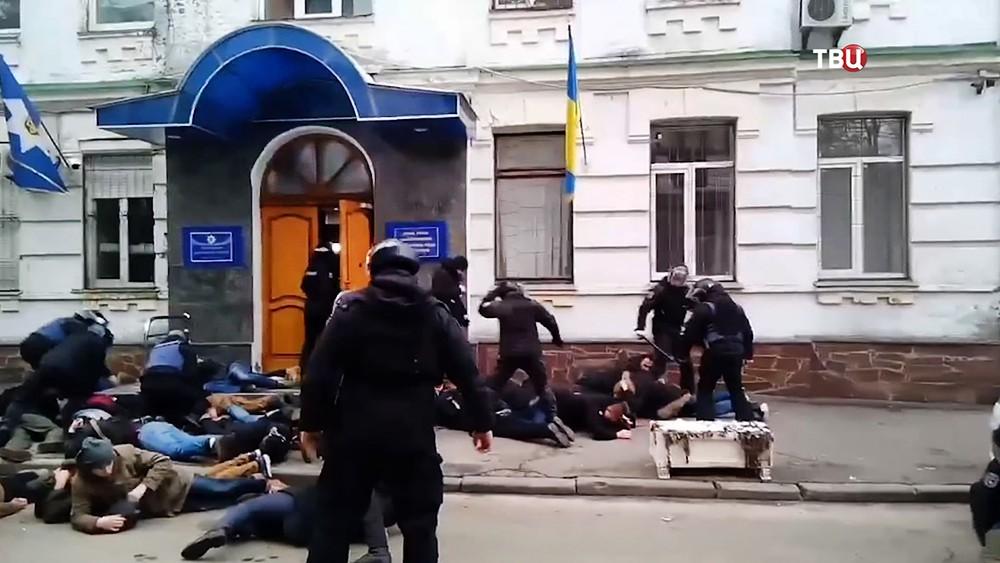 Украинские радикалы напали на полицейский участок