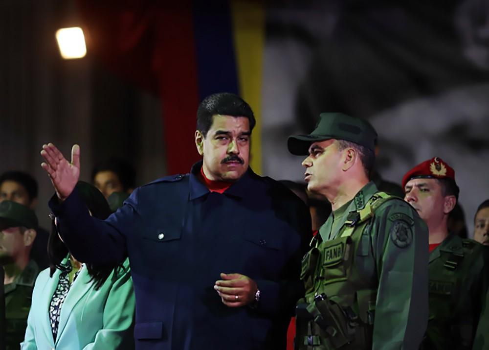 Николас Мадуро и военнослужащие армии Венесуэлы