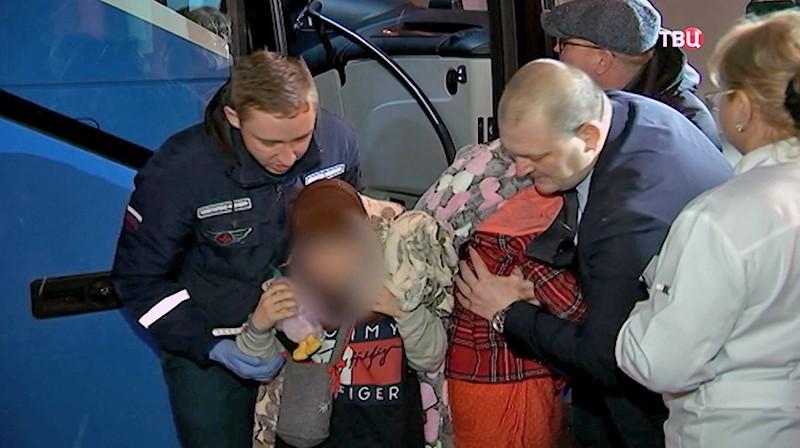 Самолет МЧС доставил в Москву из Ирака российских детей
