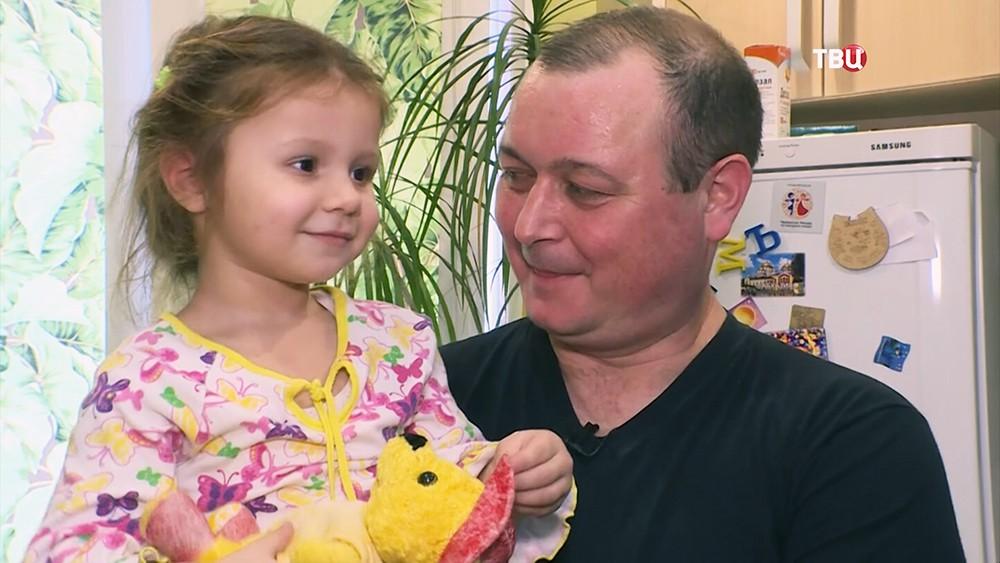 "Капитан судна ""Норд"" Владимир Горбенко с дочерью"