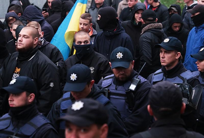 Почему руководство украинской полиции вступилось за радикалов