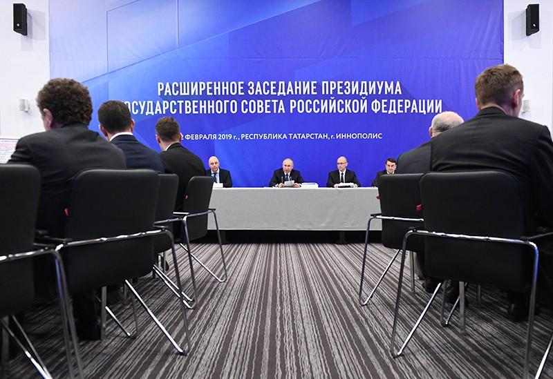 Владимир Путин проводит заседание президиума Государственного совета России