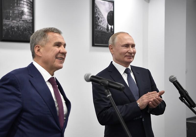 Владимир Путин и президент Республики Татарстан Рустам Минниханов