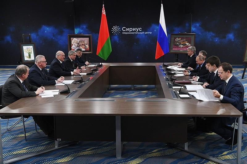 """Владимир Путин и Александр Лукашенко во время посещения образовательного центра """"Сириус"""""""