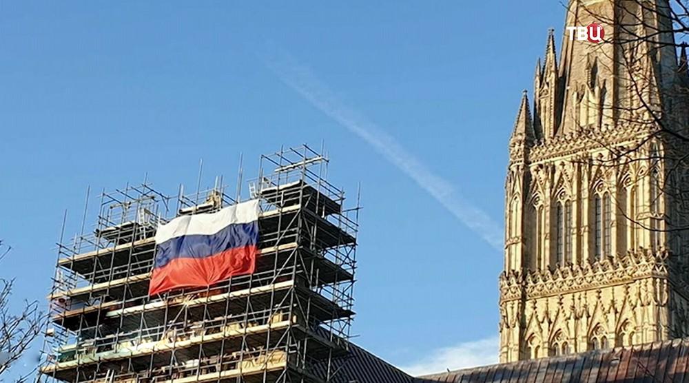 Триколор на соборе в Солсбери