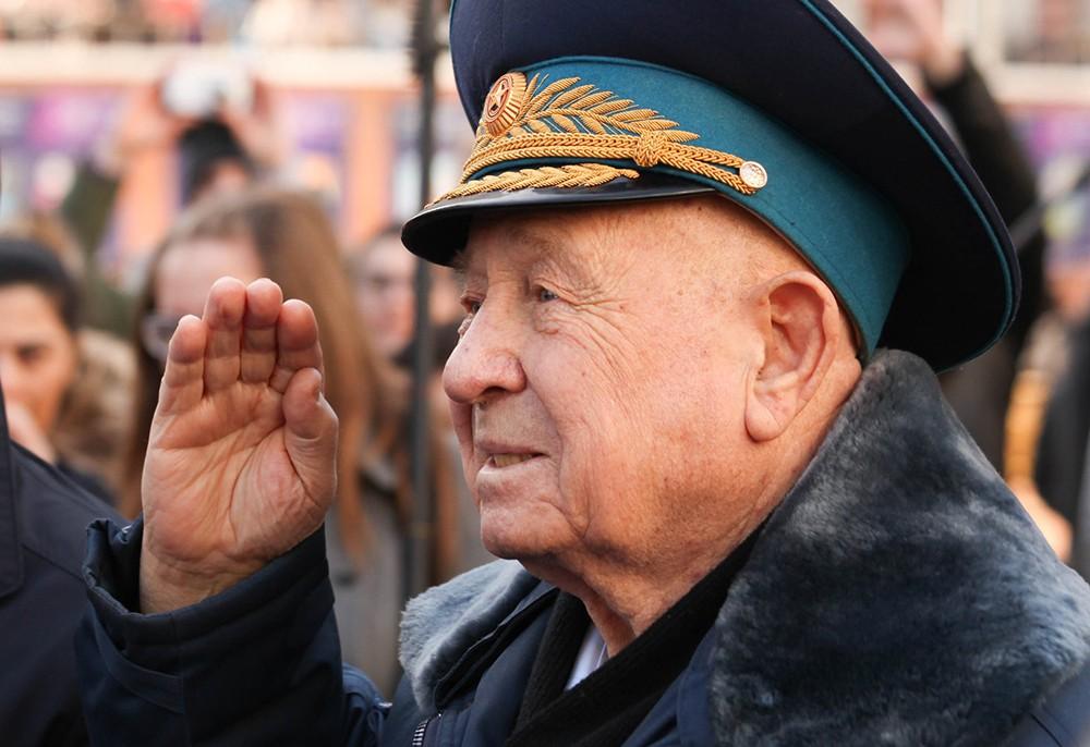 Летчик-космонавт, дважды Герой СССР Алексей Леонов