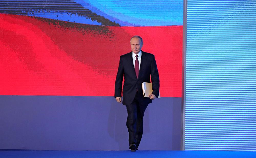 Владимир Путин во время послания Федеральному Собранию