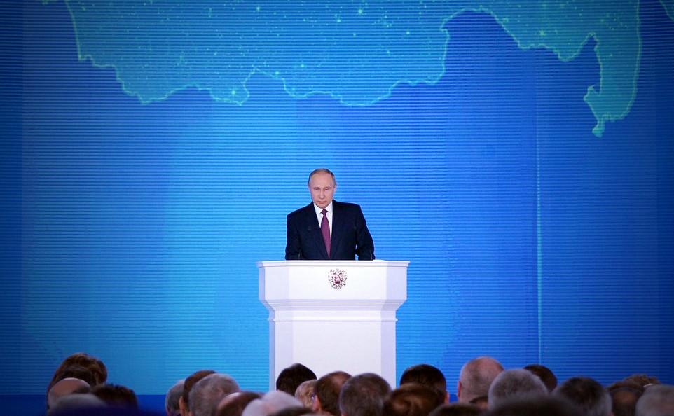 Владимир Путин во время послание Федеральному Собранию