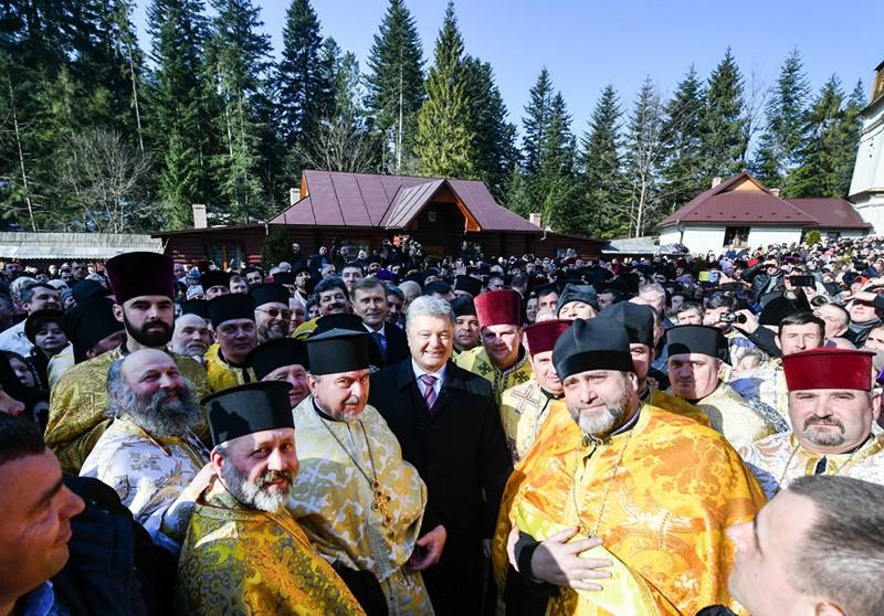 Пётр Порошенко и священники