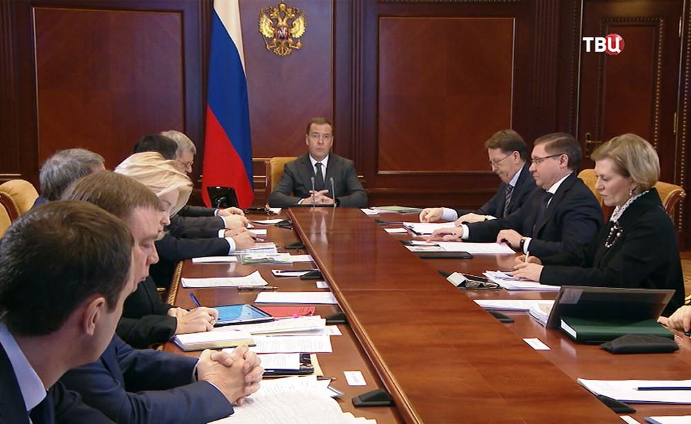 Дмитрий Медведев поводит заседание