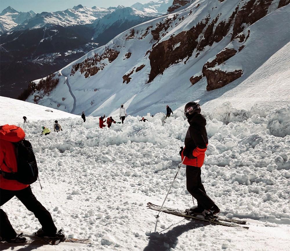 Последствия схода лавины в Швейцарии
