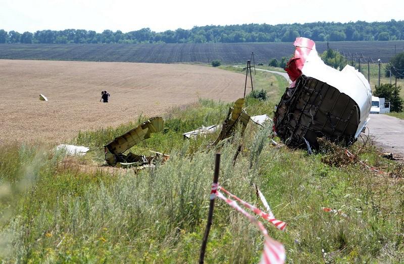 Обломки самолета Boeing 777 Малайзийских авиалиний в Донбассе
