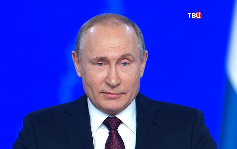Владимир Путин во время ежегодного послания Федеральному собранию