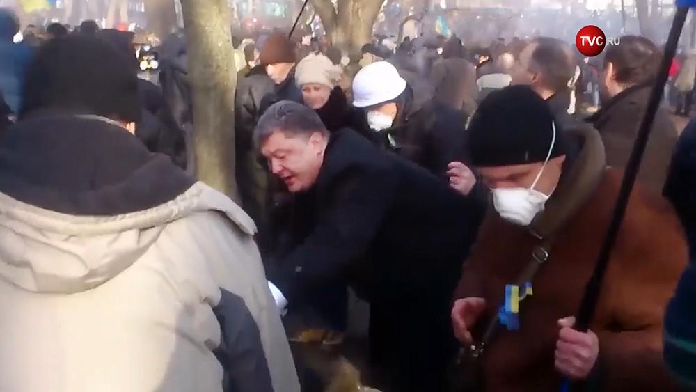 Пётр Порошенко во время беспорядков на Майдане