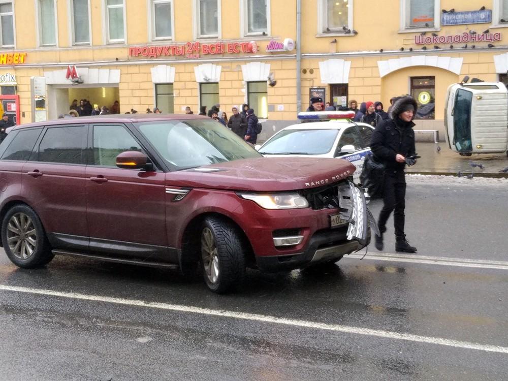 Последствия падения крана на Пушкинской площади