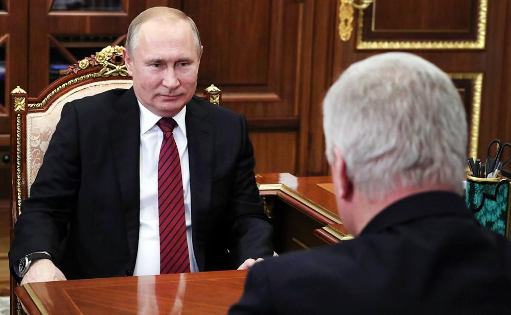 Владимир Путин и председатель Федерации независимых профсоюзов России (ФНПР) Михаил Шмаков