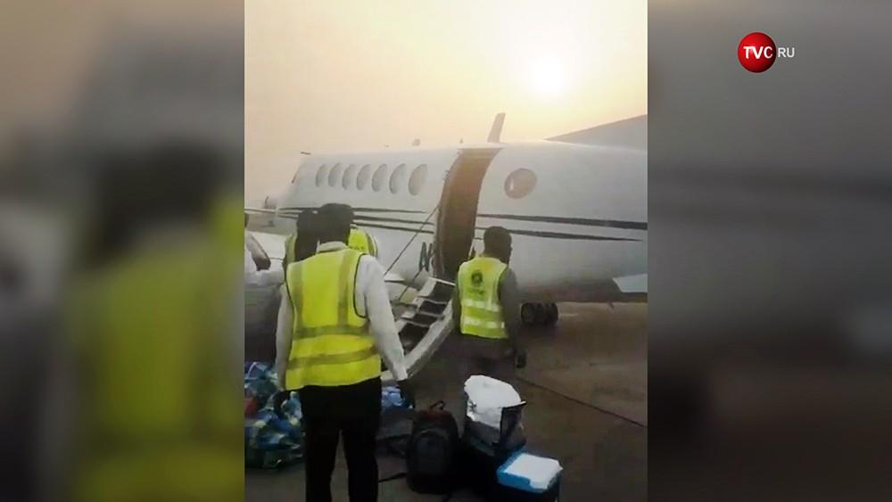 Перегруженный деньгами самолет в Нигерии не смог взлететь