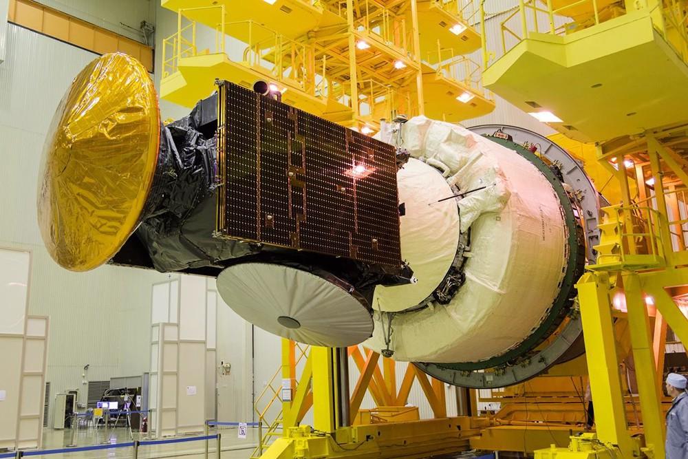 Работа по подготовке к запуску космических аппаратов в центре им. Хруничева