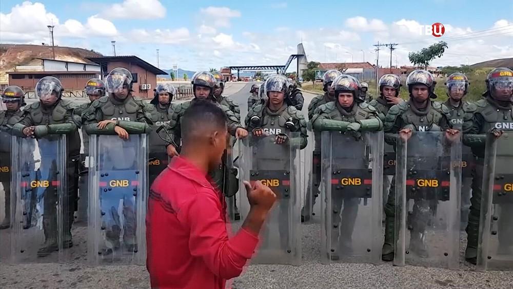 Военные Венесуэлы на границе с Колумбией