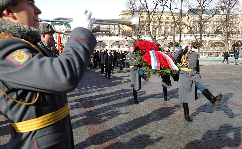 Владимр Путин возложил венок к Могиле Неизвестного Солдата