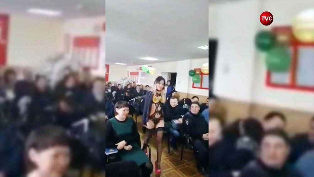 Стриптиз на корпоративе полиции в Бурятии
