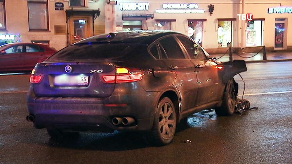 Автомобиль виновника наезда на людей на Невском проспекте в Санкт-Петербурге