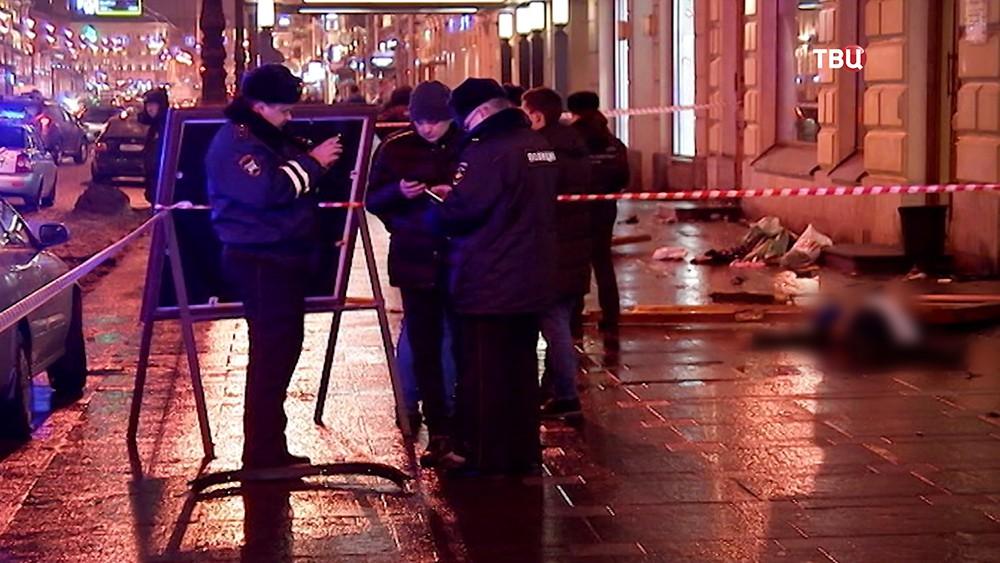 Полиция на месте ДТП на Невском проспекте в Санкт-Петербурге