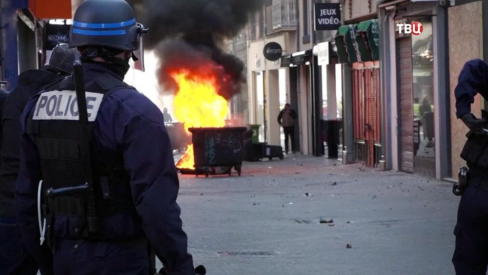 """Акция протеста """"желтых жилетов"""" во Франции"""