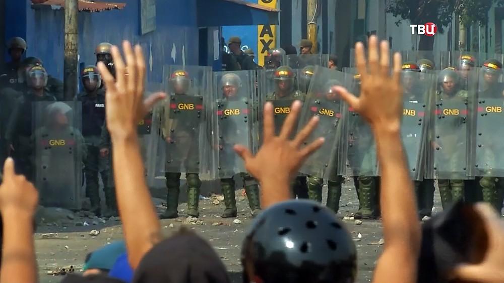 Полиция Венесуэлы препядствует уличным беспорядкам