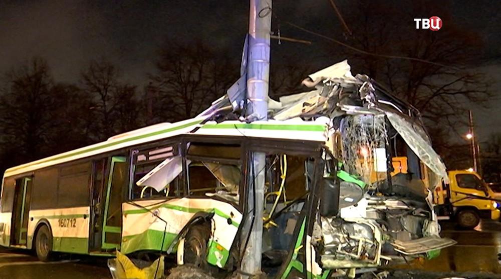 ГН Пассажир автобуса погиб в страшном ДТП с автобусом в Москве (видео)
