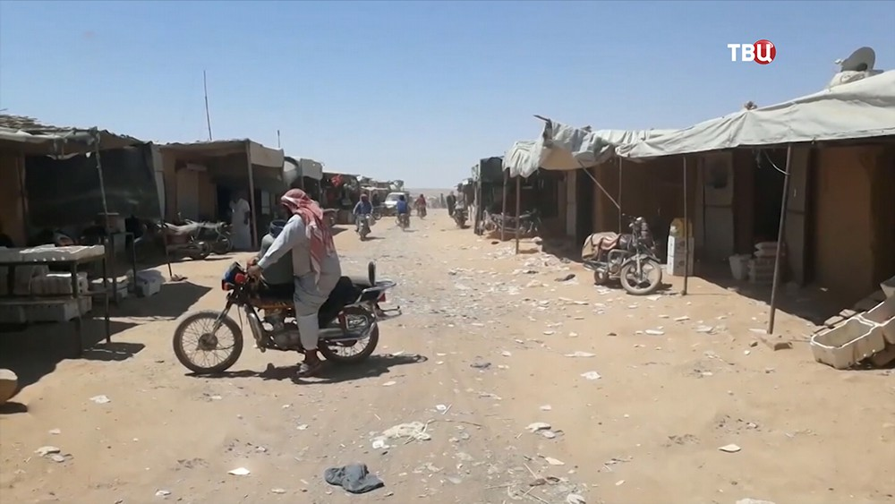 "Беженцы в лагере ""Рукбан"""